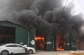 Đang cháy ngùn ngụt tại kho hàng gần tòa nhà Keangnam