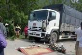 Tông vào xe tải, 2 nam thanh niên chết thảm