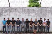 22 thanh niên cầm dao chém nhau tơi tả giữa phố