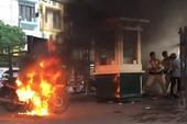 Bị CSGT xử phạt, đốt luôn xe máy