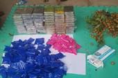 Phát hiện 59 bánh heroin trong thùng nhãn