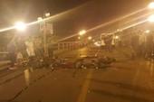 2 xe máy tông nhau trên cầu, 4 người thương vong