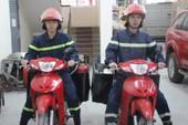 Sáng tạo: Cảnh sát PCCC Hà Nội dùng mô tô cứu hỏa