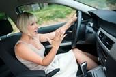 Thói quen khi lái xe nên tránh