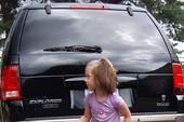 Giữ an toàn cho trẻ khỏi tai nạn lùi xe