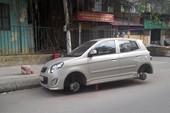 Đỗ xe qua đêm, xe ô tô ở Hà Nội bị trộm 'vặt' cả 4 bánh