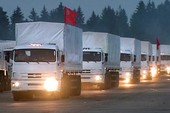 Bên trong xe tải cứu trợ của Nga sang Ukraine có gì?
