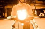 Bật đèn chiếu xa trong khu dân cư bị phạt thế nào?