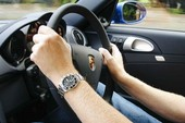 Bị tước bằng lái xe hạng E có được lái ô tô con?