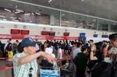 Hành khách ném hành lý vào mặt nhân viên hàng không