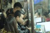 Nhiều hành khách được hỗ trợ mua vé trực tuyến tàu Tết