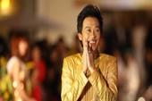 Hoài Linh sở hữu nút Play mạ bạc từ YouTube