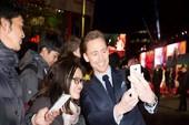 Hạ Long gây ấn tượng tại họp báo phim Kong ở Anh