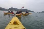 Đề nghị gỡ 'rào' dịch vụ kayak trên vịnh Hạ Long