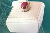 Đấu giá bộ trang sức gắn ruby sao Yên Bái gần 2 tỉ đồng