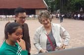 Khách quốc tế ngỡ ngàng với triển lãm Thu Vọng Nguyệt