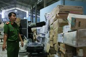 Bắt giám đốc buôn lậu gần 10.000 chai rượu ngoại