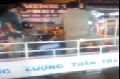 Dân phòng lấy dùi cui đánh liên tiếp thanh niên bị còng