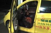Bị cướp đâm, tài xế taxi cố lái xe đến viện rồi hôn mê