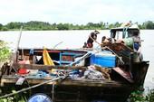 2 mẹ con mất tích trên ghe bị chìm ở sông Sài Gòn