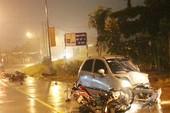 Kinh hãi ô tô va 6 xe máy, 9 người văng xuống đường