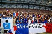 Ngạc nhiên khi tuyển Pháp ăn mừng theo kiểu tuyển Iceland