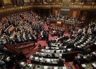 2 nghị sĩ Ý làm 'chuyện ấy' chứ không làm luật