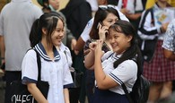 Học sinh rạng rỡ vượt qua môn thi đầu tiên vào lớp 10