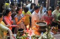 Rằm tháng Giêng, người dân TP.HCM đi chùa cầu an