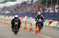 CĐV đội mưa, trèo rào xem giải đua môtô độc nhất ở Việt Nam