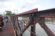 Thót tim qua những cây cầu chờ sập ở TP.HCM