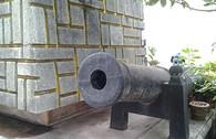 Kỳ lạ ngôi miếu thờ hai viên đạn cùng mảnh vỡ khẩu đại bác