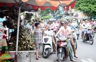 Chùm ảnh: Tết Đoan Ngọ đi chợ mua gì?