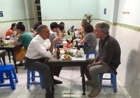 Ông Obama đăng ảnh ăn bún chả để tưởng nhớ đầu bếp Bourdain