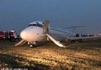 Hành khách bỏ chạy tán loạn khi máy bay bốc cháy