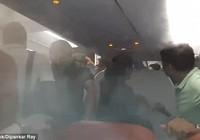 Cơ trưởng dùng chiêu độc để hành khách phải xuống máy bay