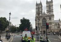 Nghi  khủng bố đâm xe ngoài tòa nhà Quốc hội Anh