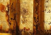 Tìm thấy hòm sắt bí ẩn nghi chứa nhiều vàng