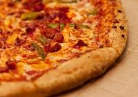 Người đàn ông ăn pizza mỗi ngày trong 37 năm