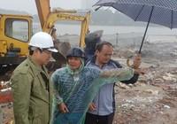 Nước ngập toàn thành, chủ tịch Đà Nẵng đội mưa thị sát