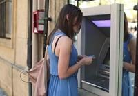 Phí rút tiền ATM của tổ chức phát hành thẻ sẽ lên 8.800 đồng?