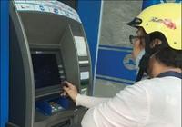 Tăng phí rút tiền ATM là vi phạm Luật Cạnh tranh?