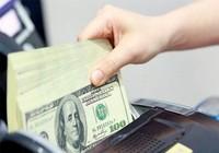 Giá USD thị trường chợ đen vọt lên trên 23.500 VND/USD