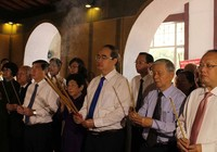 Dâng hương kỷ niệm 130 năm ngày sinh Chủ tịch Tôn Đức Thắng
