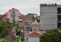 Nam thanh niên trèo cột điện, nghi cá độ bóng đá World Cup