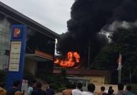 Trạm biến áp kế cây xăng phát nổ, bốc cháy khủng khiếp