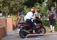 Điều khiển xe máy đi trên vỉa hè, bị phạt như thế nào?