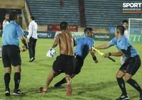 V-League mùa World Cup: Trọng tài bị đuổi đánh,PV bị hành hung