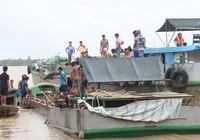Hàng chục dân vây bắt, ẩu đả với 'cát tặc'