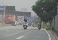 Làm xiếc trên xa lộ Hà Nội